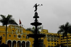 Plaza de Armas limeña